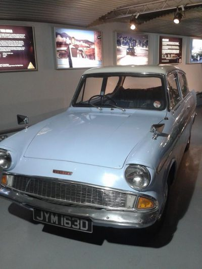 Flying Ford Anglia – Harry Potter and the Chamber of Secrets