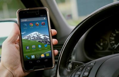 Law banning the use of a mobile phone ignored by motorists.