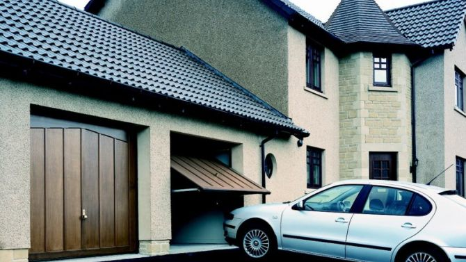 Cars at risk because garages remain unused